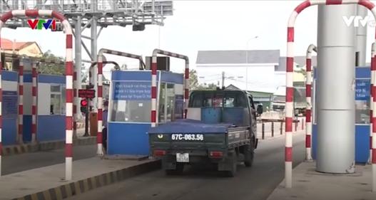 Các trạm BOT an toàn, trật tự trong ngày đầu cấm dừng ô tô quá 5 phút