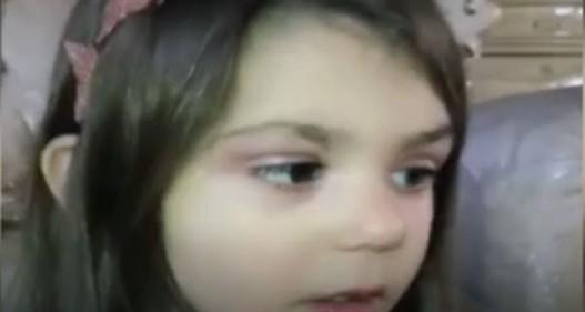 Clip bé gái 3 tuổi biết trang điểm thuần thục bị cư dân mạng phản đối