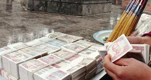 Càng gần Tết Nguyên đán, thị trường đổi tiền lẻ càng nóng