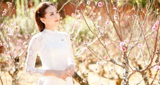 Muôn kiểu áo dài diện Tết của MC Mai Ngọc
