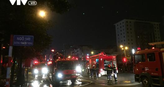 Hà Nội: Cháy lớn trên đường Trần Duy Hưng, chưa xác định thiệt hại