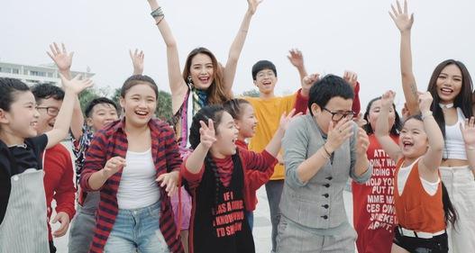 Phương Uyên, Thiều Bảo Trang quậy bung nóc trong MV mới