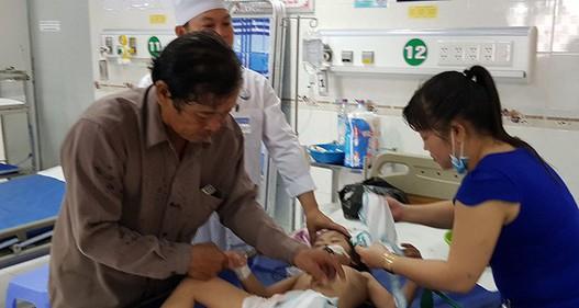 Vụ cha cho 3 con uống thuốc sâu: Khi những đứa trẻ vô tội trở thành nạn nhân mâu thuẫn gia đình