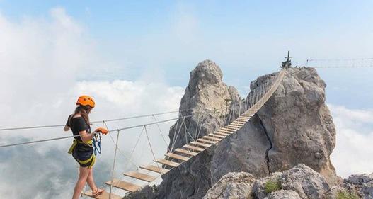 Thót tim dò từng bước trên cây cầu dẫn tới địa ngục