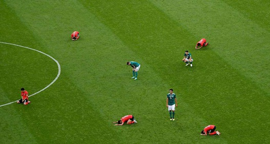 """[MAGAZINE] Những màn THOÁT HiỂM """"vỡ tim"""" và những cơn ĐỊA CHẤN động trời tại FIFA World Cup™ 2018"""