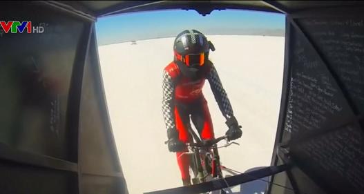 Người phụ nữ đạp xe nhanh nhất thế giới