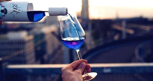 Rượu vang xanh độc đáo đầu tiên trên thế giới tại Tây Ban Nha