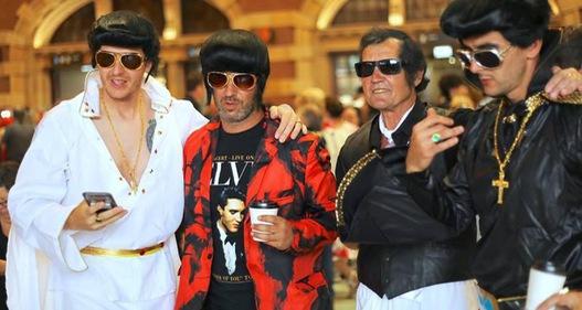Hàng trăm người hóa trang thành danh ca Elvis Presley tại Australia