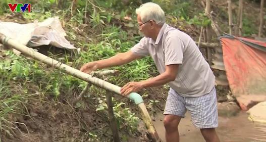 Hàng trăm hộ dân tại Vĩnh Long phải dùng nước bẩn dưới sông