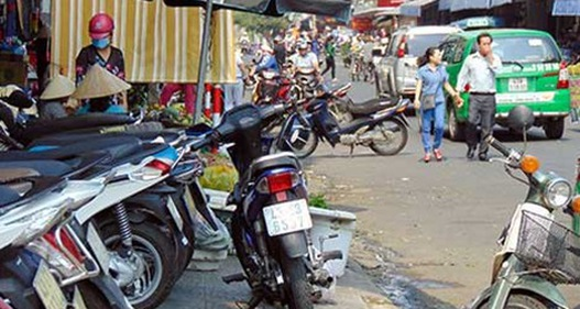 Tái diễn tình trạng lấn chiếm vỉa hè, đỗ xe không đúng quy định tại Đà Nẵng