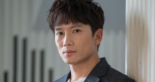 Sau 11 năm, Ji Sung mới nghĩ tới chuyện làm phim về y khoa