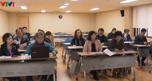 Lớp học YouTube truyền cảm hứng cho nhiều người cao tuổi ở Hàn Quốc