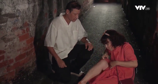 Hương vị tình thân phần 2 - Tập 13: Chết cười bà Bích đang diễn để thả thính ông Sinh thì... nhớ đến tiền
