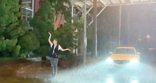 Hương vị tình thân: Hậu trường Long - Nam dầm mưa mà ngỡ như bão