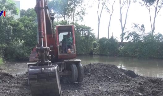 Bình Dương: Bắt quả tang 2 doanh nghiệp đổ trộm chất thải nguy hại