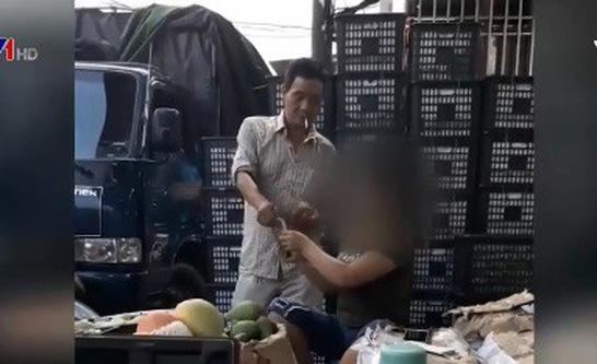Có hay không sự thông đồng của Ban quản lý chợ Long Biên trong việc chèn ép tiểu thương?