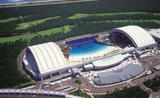 Độc đáo bãi biển trong nhà lớn nhất ở Nhật Bản