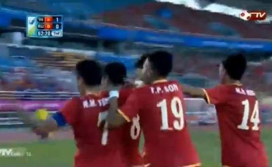 Minh Tuấn mở tỷ số cho U23 Việt Nam từ chấm 11m