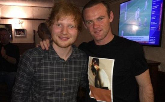 Rooney thể hiện tài lẻ ca hát sau thất bại derby Manchester