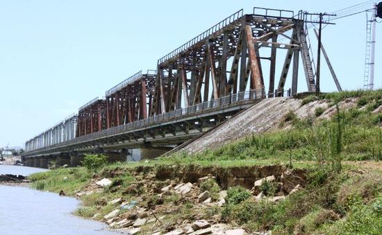 Bộ trưởng Bộ GTVT: Cần sớm đầu tư xây dựng cầu Yên Xuân