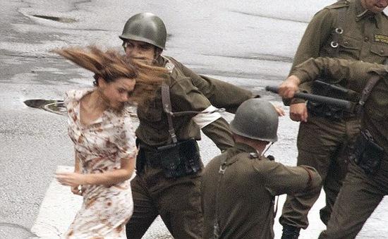 Emma Watson bất ngờ bị tát giữa phố