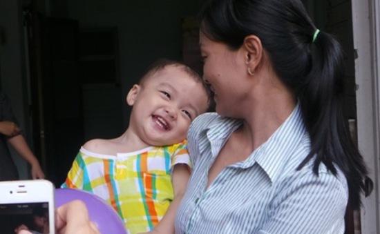 TP.HCM: Người tự xưng cha dượng tìm gặp bé trai bị bỏ rơi trên taxi