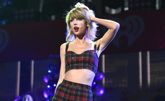 """Taylor Swift đón tuổi 25cùng các sao """"bự"""""""