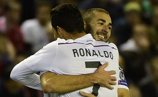 """Real thắng dễ Liverpool, Carlo Ancelotti gửi """"chiến thư"""" cho Barcelona"""