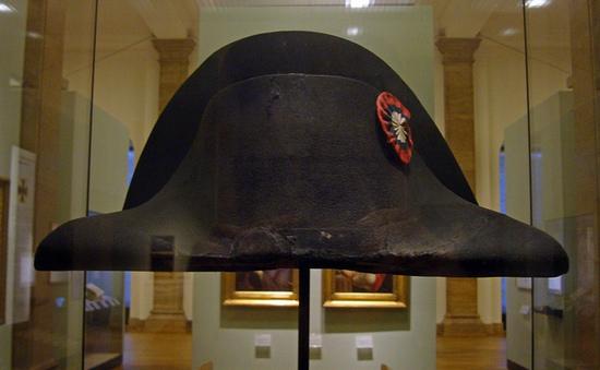 """Chiếc mũ của Napoleon đạt mức giá """"khủng"""" 50 tỉ đồng"""
