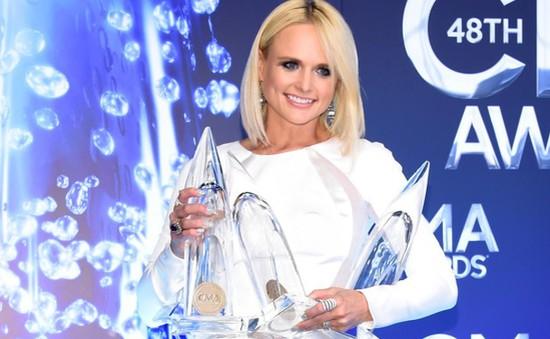 """Vợ HLV The Voice """"bội thu"""" tại CMA 2014"""