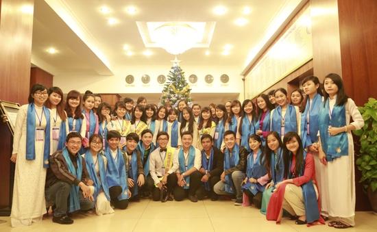 Đông đảo các tình nguyện viên tận tình hỗ trợ LHTHTQ lần thứ 34