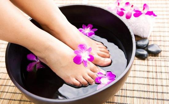 Bài tập đơn giản tại nhà giúp giảm đau khi đi giày cao gót