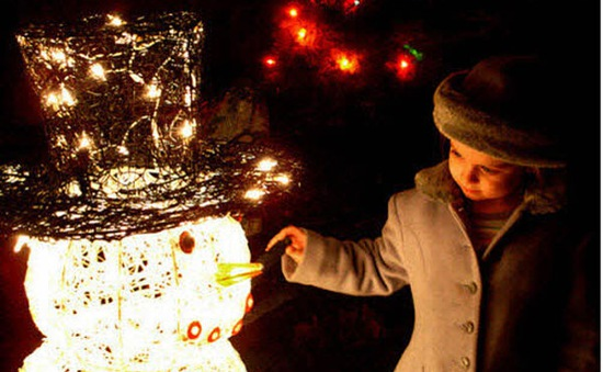8 mẹo chụp ảnh đẹp lung linh đêm Noel bằng smartphone