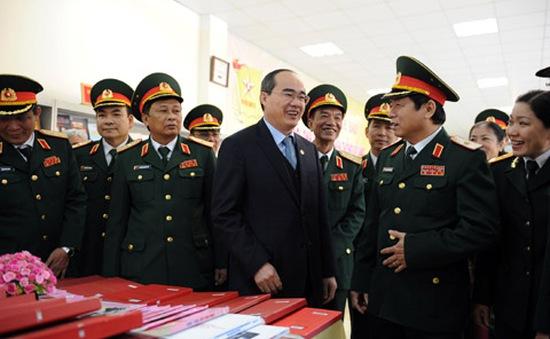 Đồng chí Nguyễn Thiện Nhân đến thăm Học viện Chính trị