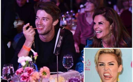 """Vợ """"Kẻ hủy diệt"""" muốn con trai """"đá"""" Miley Cyrus"""
