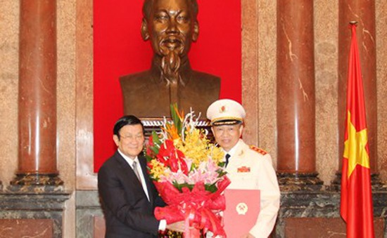 Chủ tịch nước trao quyết định thăng cấp bậc hàm Thượng tướng
