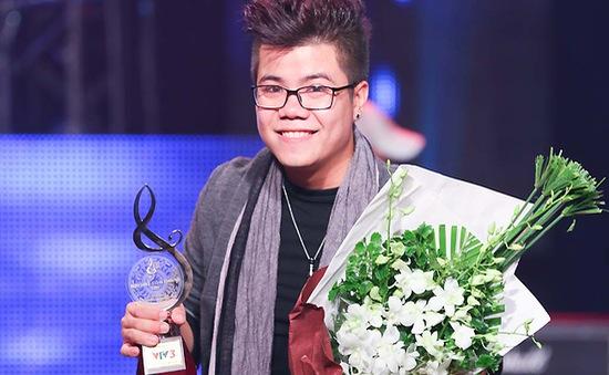 Đinh Mạnh Ninh giành giải cao nhất Bài hát Việt tháng 11