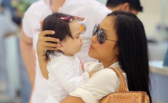 Đoan Trang khoe con gái cưng xinh xắn