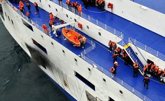 Hy Lạp và Italy nỗ lực cứu hành khách trên chiếc phà bị cháy