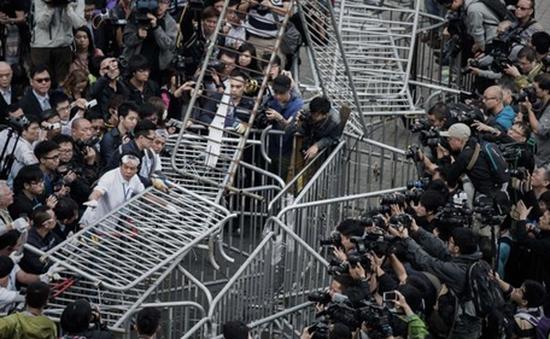 Chính quyền Hong Kong giải tỏa một phần khu vực biểu tình ở Almiralty