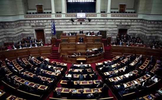 IMF tạm ngừng giải ngân cứu trợ tài chính cho Hy Lạp
