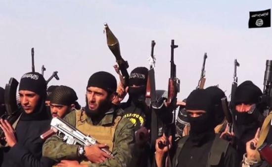 """IS dùng người phương Tây làm """"bia đỡ đạn"""""""