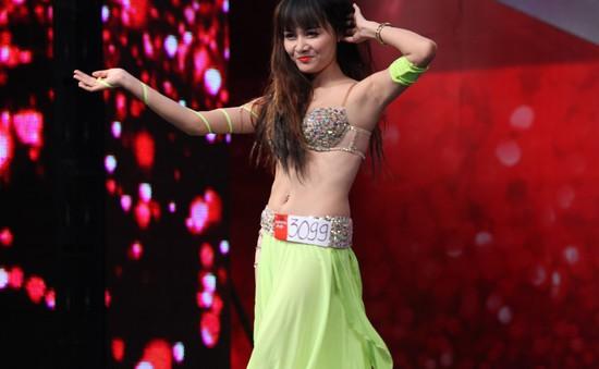 """Vietnam's Got Talent: Cận cảnh nữ vũ công khiến giám khảo """"phát sốt"""""""