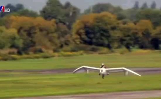 Bỏ 1 triệu USD chế tạo máy bay giống trong phim hoạt hình
