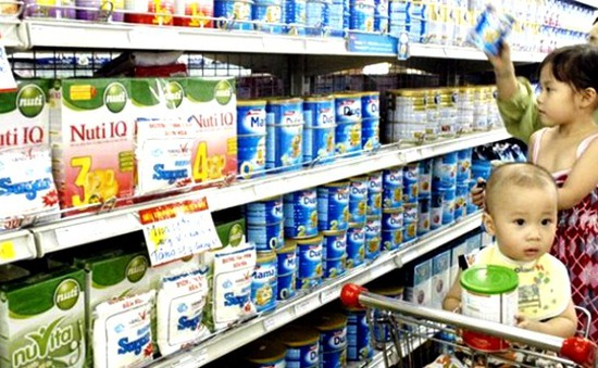 Giá sữa nội giảm, vẫn cao so với thế giới