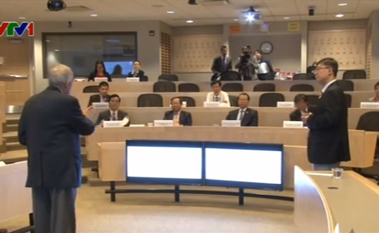 Phó Thủ tướng Vũ Văn Ninh làm việc với các học giả Havard