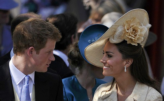 Chị dâu mang bầu, Hoàng tử Harry nói lời trêu đùa