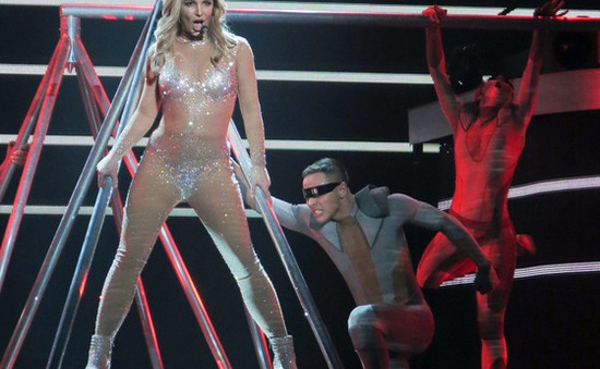 Britney Spears thừa nhận bị bạn trai lừa dối
