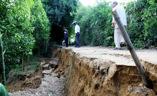 Sạt lở lớn ven sông Nhùng, ẩn họa rình rập người dân
