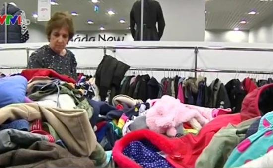 Thắt chặt chi tiêu, người dân Đông Âu chuộng mua quần áo cũ